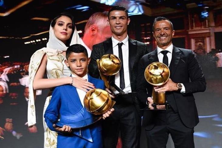 """رونالدو يفوز بجائزة """"جلوب سوكر"""" لأفضل لاعب في العالم"""