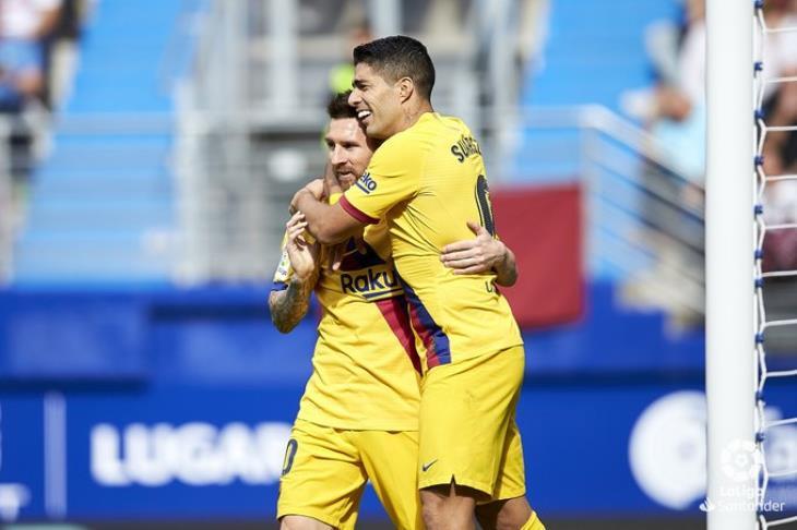 بالفيديو.. ميسي يقود برشلونة للفوز على إيبار بثلاثية ويتصدر الليجا مؤقتا