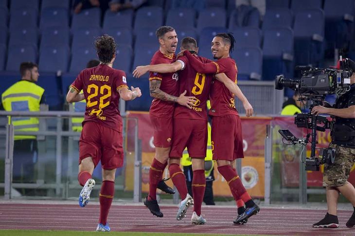 روما يُسقط ميلان في مباراة مثيرة بالدوري الإيطالي