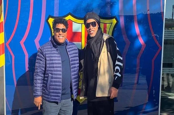 برشلونة يخطط لتكريم رونالدينيو في كامب نو