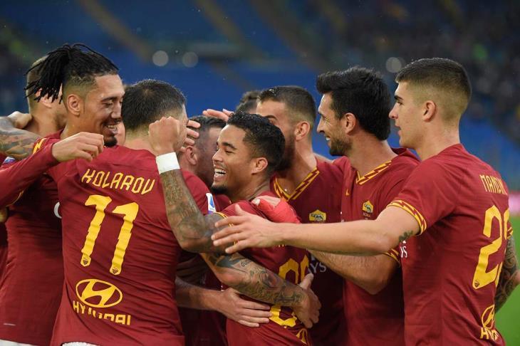 روما يكرم ضيافة نابولي ويبعده عن المربع الذهبي بالدوري الإيطالي (فيديو)