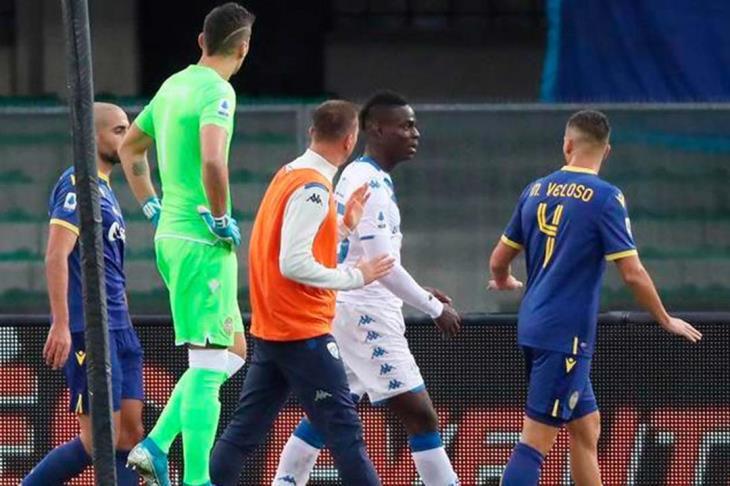 """رابطة الدوري الإيطالي تغرم لاتسيو بسبب """"العنصرية"""" ضد بالوتيلي"""