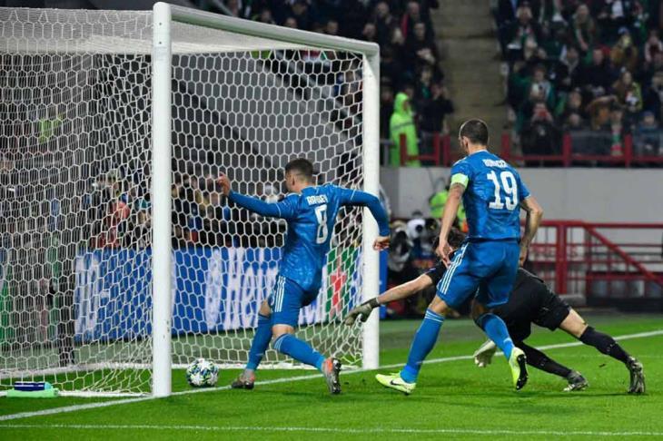 يوفنتوس يقتل لوكوموتيف وسط جماهيره ويتأهل لدور الـ16 بدوري الأبطال (فيديو)