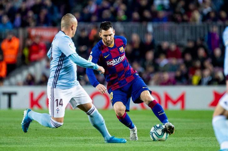 """قدمه لم ترحم سيلتا.. هاتريك ميسي يقود برشلونة لصدارة الليجا وإنقاذ """"مؤقت"""" لفالفيردي"""