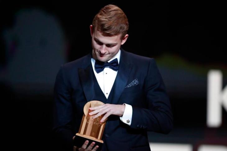 جائزة كوبا.. دي ليخت أفضل لاعب شاب في العالم