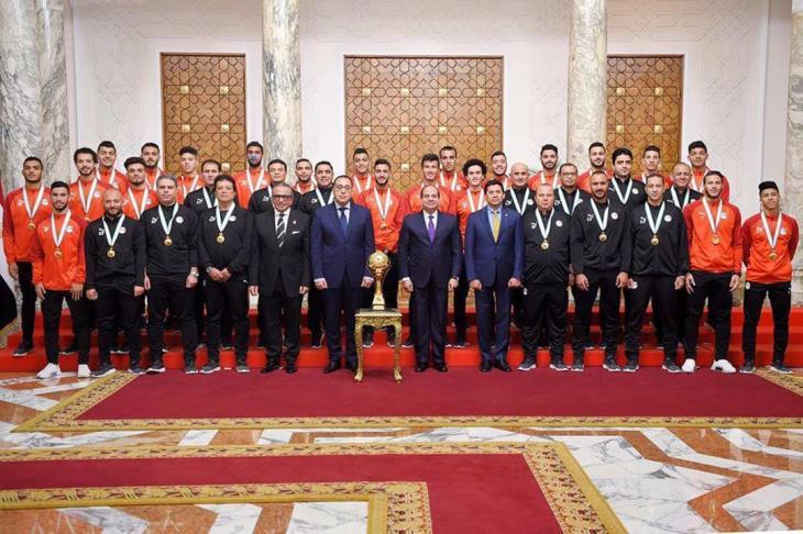 """""""الرئيس يحتفل بأبطال مصر"""".. السيسي يكرم المنتخب الأولمبي.. ويوجه رسالة"""