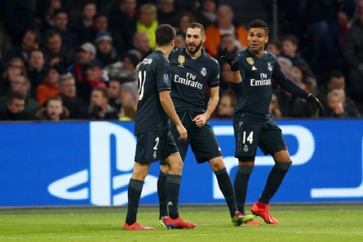 ريال مدريد يضع قدماً في ربع نهائي الأبطال بثنائية في أياكس