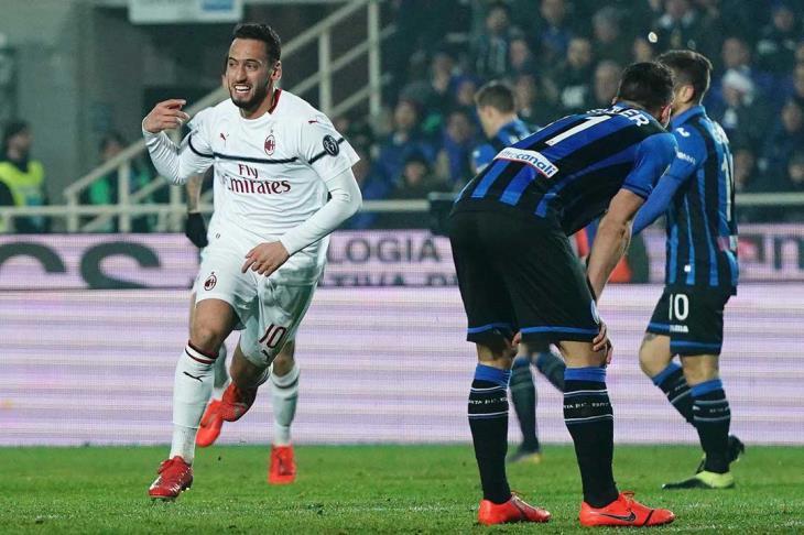 ميلان يقلب تأخره لفوز ويحافظ على وجوده في المربع الذهبي للدوري الإيطالي