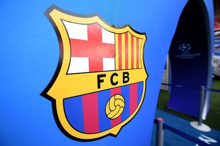 """متناقضا مع تصريحات بارتوميو.. بيان برشلونة ينفي تورط الشركة """"المتهمة"""" في وقائع الإساءة"""