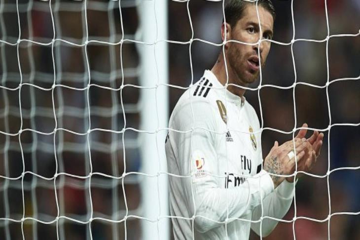 """""""لا تسمحوا لهم بتسجيل ستة أهداف"""".. آس تكشف ما قاله راموس لزملائه عقب هدف برشلونة الثالث"""