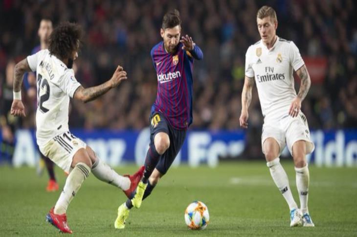 """ماركا: برشلونة يقع في """"مأزق"""".. وينعش أمال ريال مدريد في الليجا"""