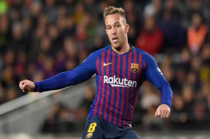 رسميا.. برشلونة يعلن غياب آرثر لمدة شهر