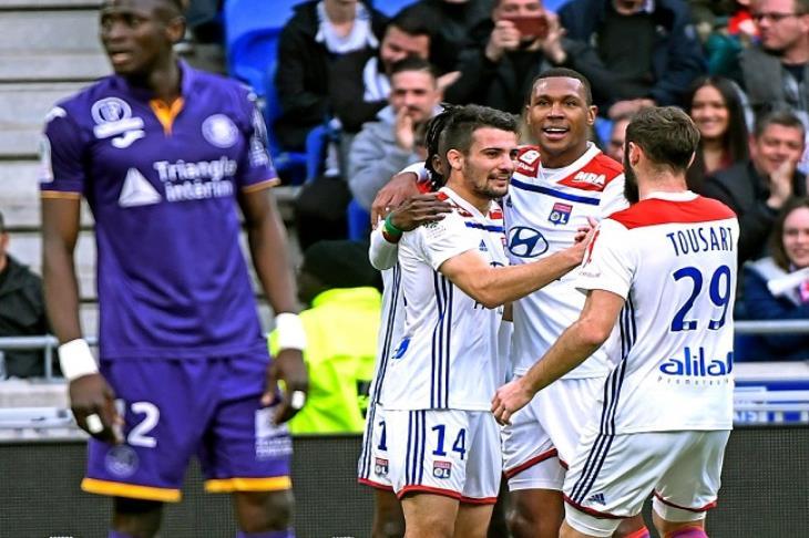 ليون ينتزع فوزا صعبا من مونبيليه في الدوري الفرنسي