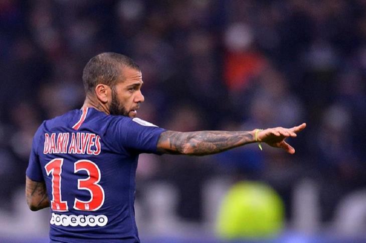 رسميًا.. ألفيس يعلن رحيله عن باريس سان جيرمان بعد عامين