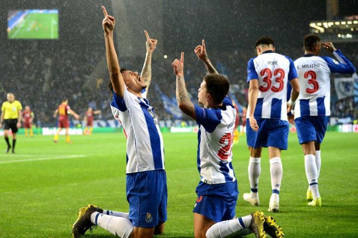 """الـ""""VAR"""" يتدخل.. بورتو يقصي روما ويتأهل لربع نهائي دوري أبطال أوروبا"""