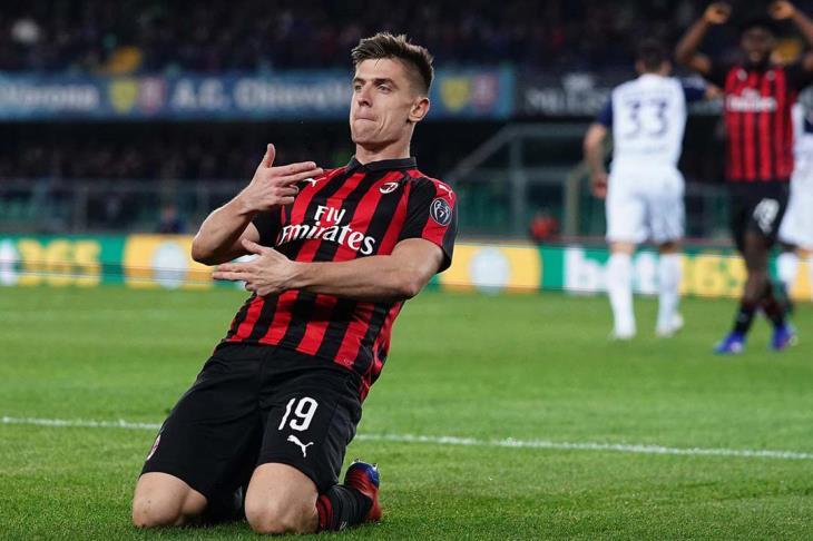 ميلان يجتاز كييفو ويعزز موقعه بالمركز الثالث في الدوري الإيطالي