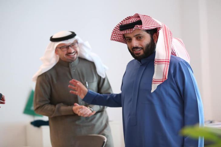 تقرير.. 4 رسائل.. كيف سيطر الغموض على تفاعل آل الشيخ مع صفقة فتحي؟