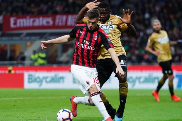 ميلان يتعادل مع اودينيزي ويهدر فرصة استعادة المركز الثالث بالدوري الإيطالي  (فيديو)