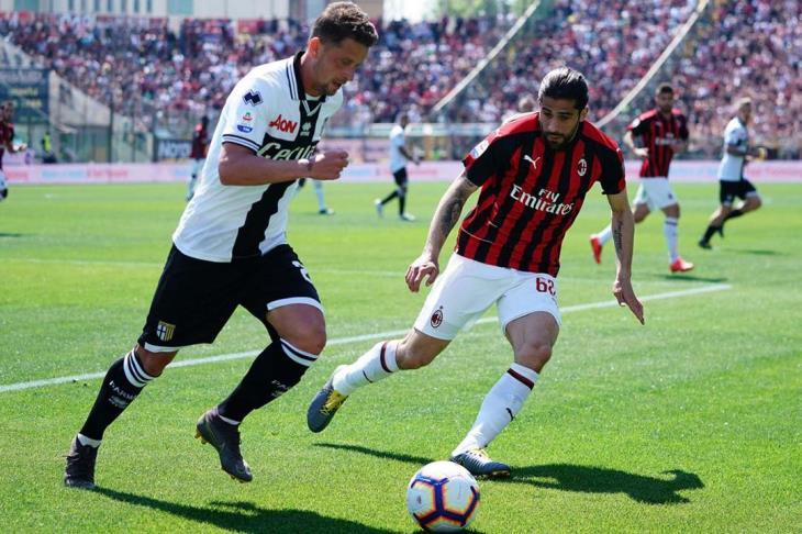 بارما يفلت بنقطة من كمين ميلان في الدوري الإيطالي