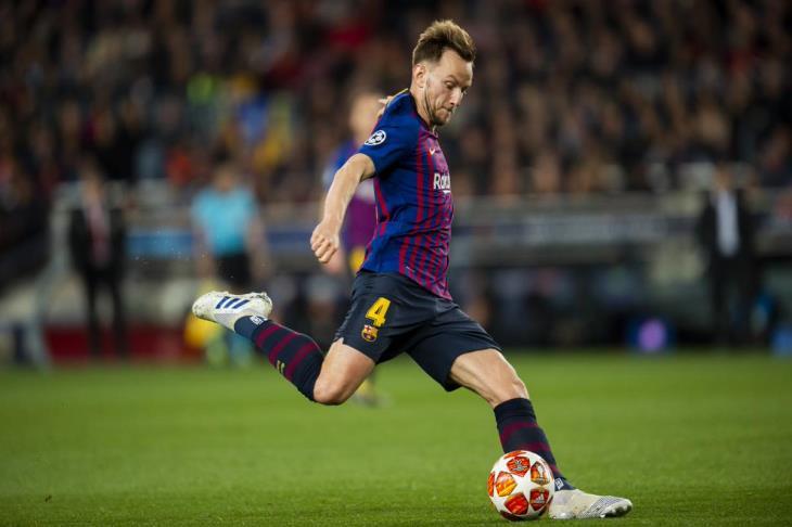 تقارير: راكيتيتش يُفكر في الرحيل عن برشلونة وثلاثة أندية تنتظر