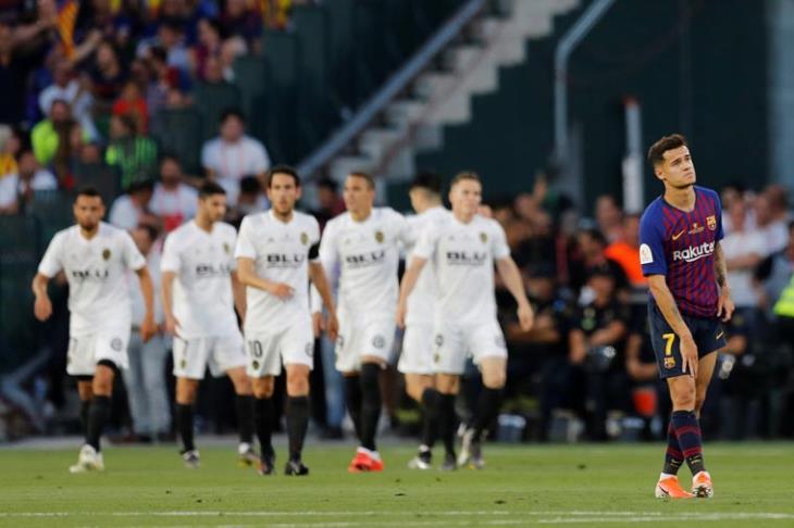 فالنسيا يجرد برشلونة من لقبه ويتوج بطلًا لكأس ملك إسبانيا