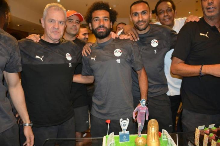 بالصور.. المنتخب يحتفل بصلاح والمحمدي