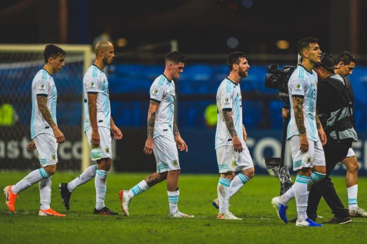 تقرير: اتحاد الكرة الأرجنتيني يقرر استمرار سكالوني مدربا لمنتخب التانجو