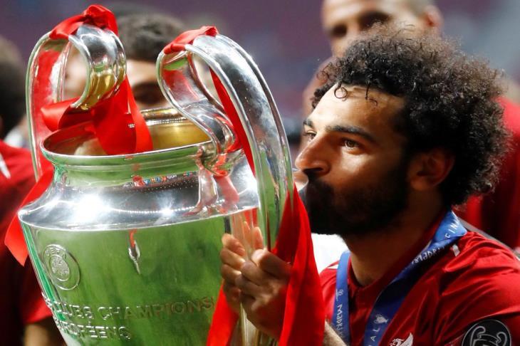 """يوم أصبح حلم صلاح حقيقة.. بالفيديو: الذكرى الأولى لتتويج ليفربول بـ""""السادسة"""""""
