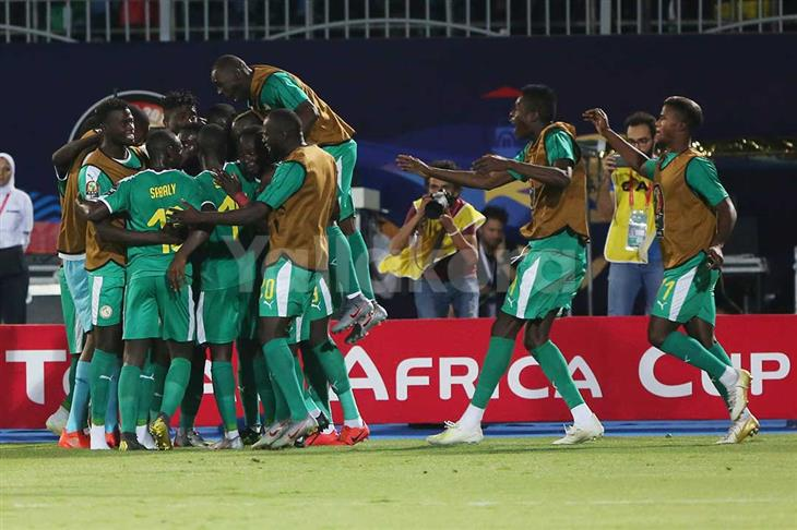 """وسط دراما ركلات الجزاء و""""فار"""".. السنغال تخطف تأهلًا مثيرًا من تونس لنهائي أمم إفريقيا"""