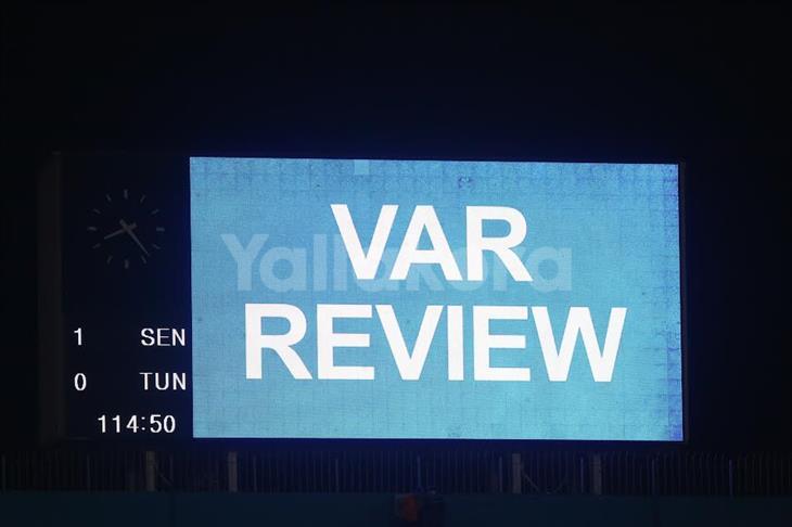 """""""لعنة الـVAR"""".. صحف تونس تهاجم حكم الفيديو بعد الخسارة من السنغال"""