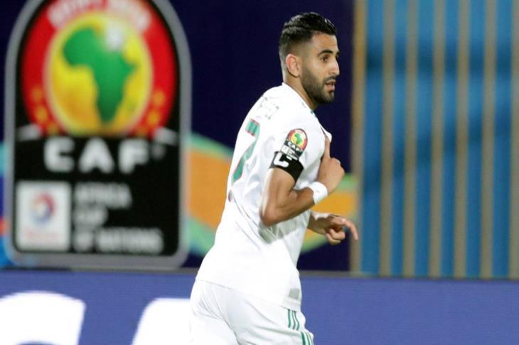 """بالفيديو.. """"حول العالم"""".. كيف تابعت جماهير الجزائر هدف محرز القاتل في نيجيريا؟"""