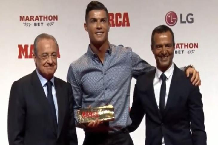 """رونالدو يتوج بـ""""أسطورة ماركا"""".. ويرد ضاحكًا على طفل: حزين مثلك لرحيلي عن مدريد"""