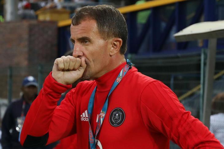 """مرونة أم خلل؟.. 5 طرق لعب لميتشو في خسارة """"متكررة"""" لدوري جنوب أفريقيا"""