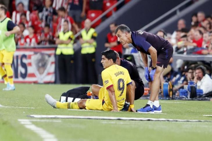 برشلونة يكشف حجم إصابة سواريز