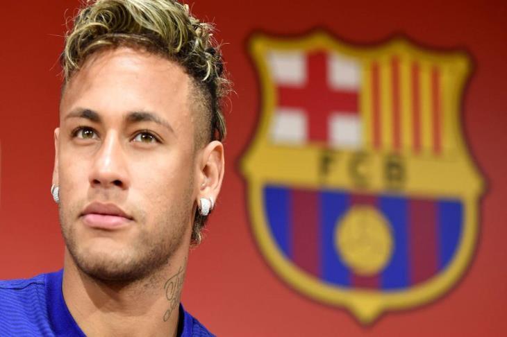 تقرير.. 3 سنوات من التناقضات.. ماذا يريد نيمار من برشلونة؟