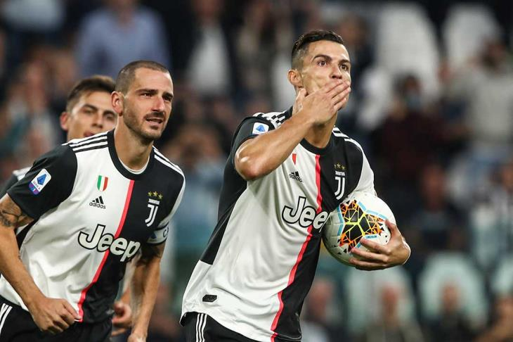 يوفنتوس يواسي كريستيانو بعد خسارة الكرة الذهبية ويهاجم ريال مدريد وبرشلونة