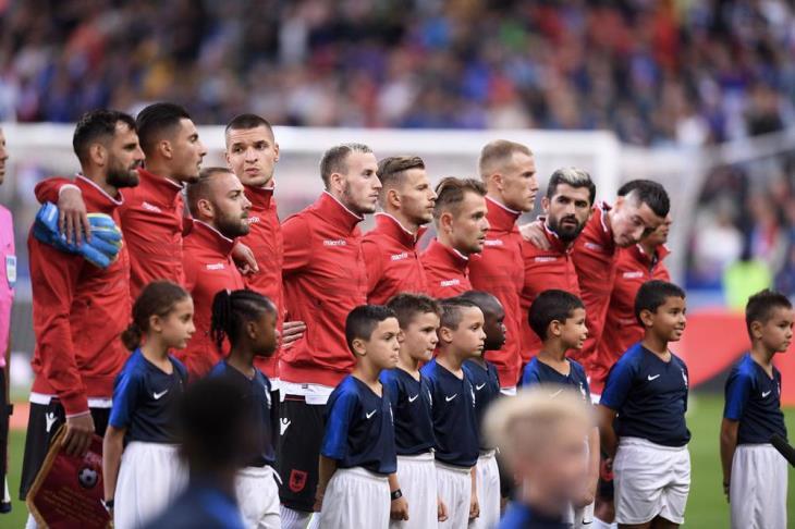 بالفيديو.. أزمة النشيد الوطني تهدد مباراة فرنسا وألبانيا
