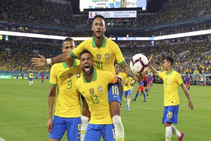 البرازيل في سنغافورة لمواجهة السنغال ونيجيريا ونيمار على أعتاب نادي الـ100