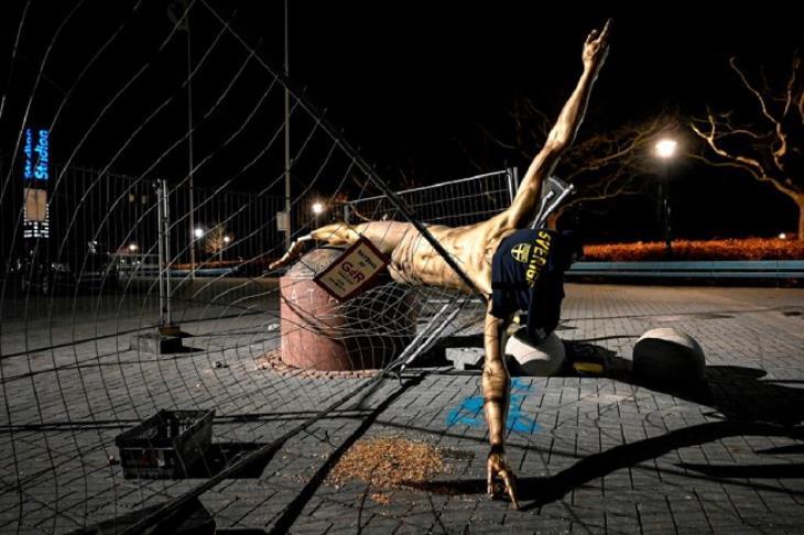 تقرير.. بعد الحرق والتشويه.. محاولة جديدة تدمر تمثال إبراهيموفيتش