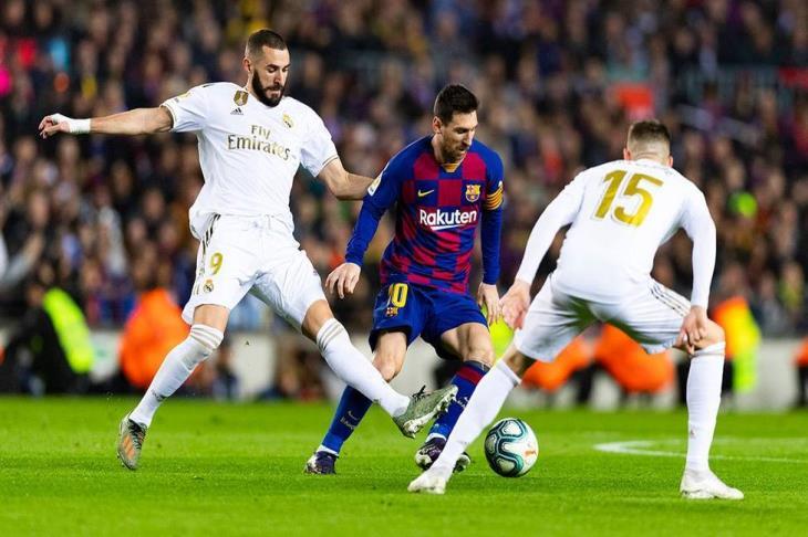 الليجا تعلن توقيت مباراة الكلاسيكو بين برشلونة وريال مدريد