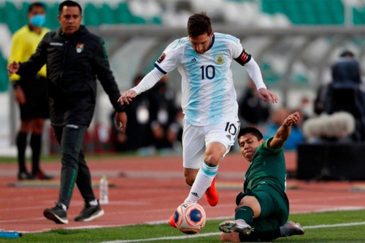 """أرجنتين """"ميسي"""" تتخلص من عقدة لاباز بفوز صعب على بوليفيا (فيديو)"""