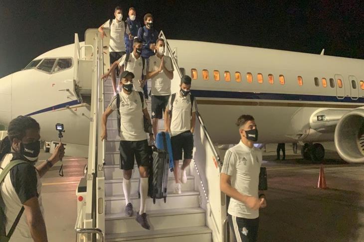 بالصور.. بعثة بيراميدز تصل إلى المغرب استعدادا للكونفدرالية