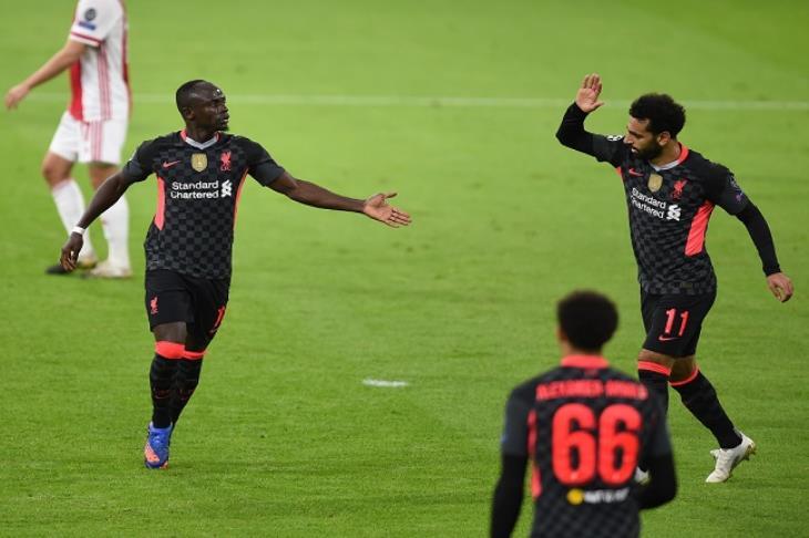 ليفربول يستغل هدايا أياكس والقائم ويحصد أول فوز في دوري الأبطال