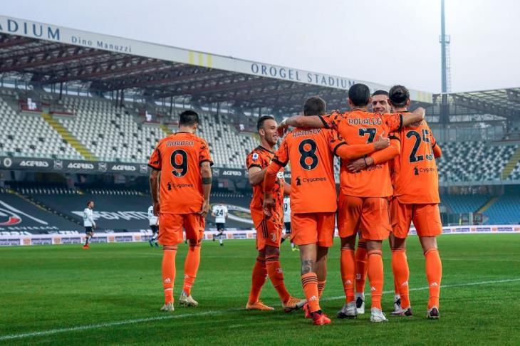 رونالدو يقود يوفنتوس لاكتساح سبيزيا برباعية في الدوري الإيطالي