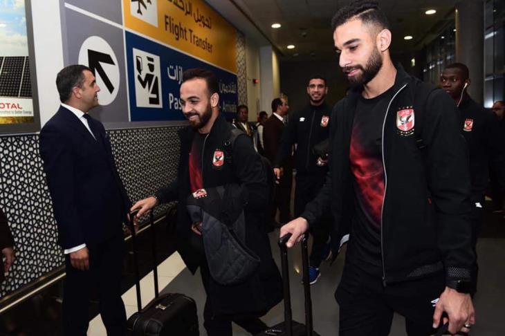 بالفيديو والصور.. وصول بعثة الأهلي إلى الإمارات وسط استقبال جماهيري
