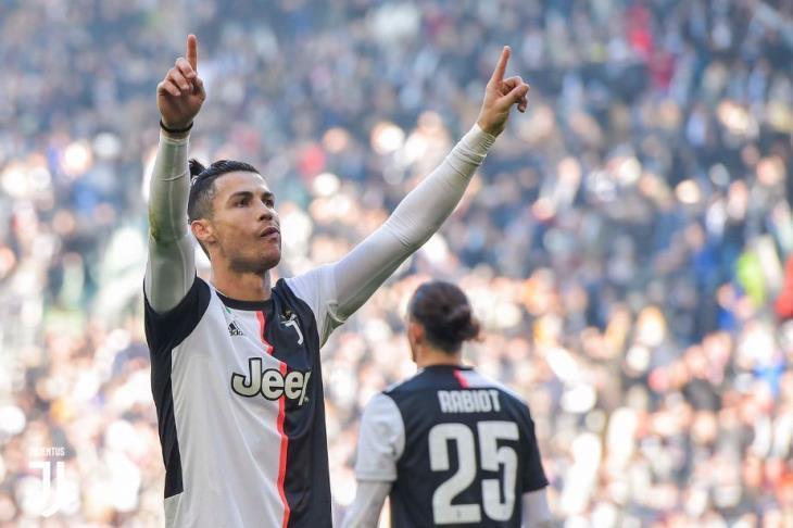 بيليه: رونالدو أفضل لاعب في العالم