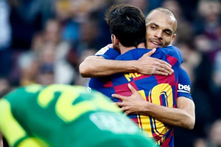 برايثويت مهاجم برشلونة الجديد: لن أغسل قميصي.. ميسي عانقني