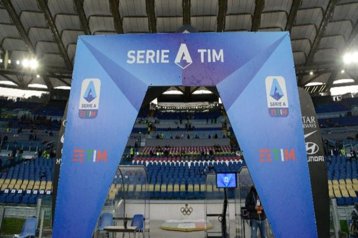 وزير الرياضة الايطالي: الأندية الكبيرة تعيش في فقاعة.. وسأقترح تمديد إيقاف النشاط