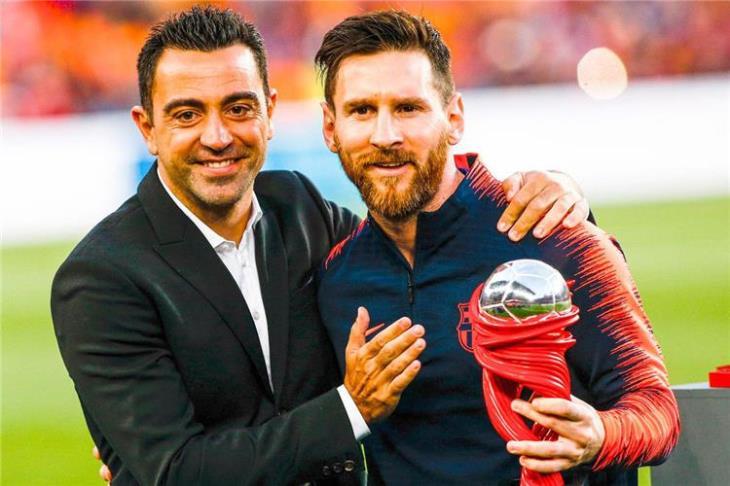 متفوقًا على رونالدينيو ورونالدو.. تشافي: ميسي الأفضل في التاريخ
