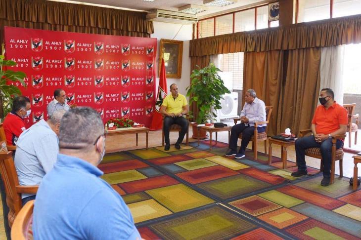 الأهلي يناقش الإجراءات الاحترازية للحد من فيروس كورونا